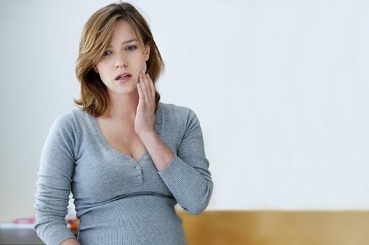 ¿Cómo el estrés y la ansiedad pueden causar dolor en la mandíbula y cómo aliviarlo?