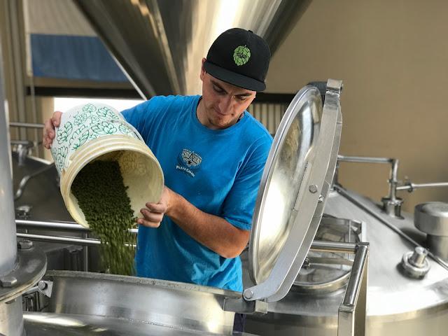 """Antares y Fluence presentaron """"Oceánica"""", la primera cerveza argentina hecha a partir de agua de mar desalinizada"""