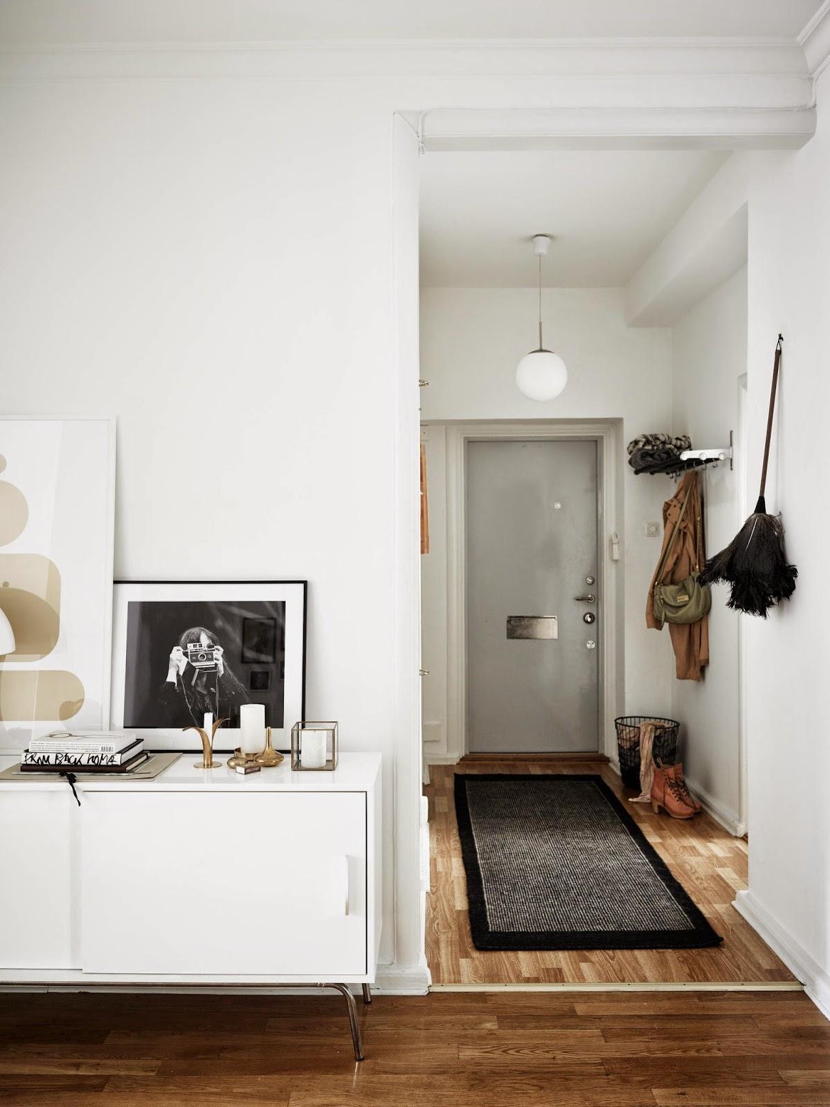 Apartamento funcional decorado con estilo n rdico for Arredare un ingresso stretto