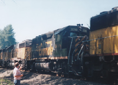 Denver & Rio Grande Western GP40-2 #3098 at Hampton, Oregon, on July 20, 1997