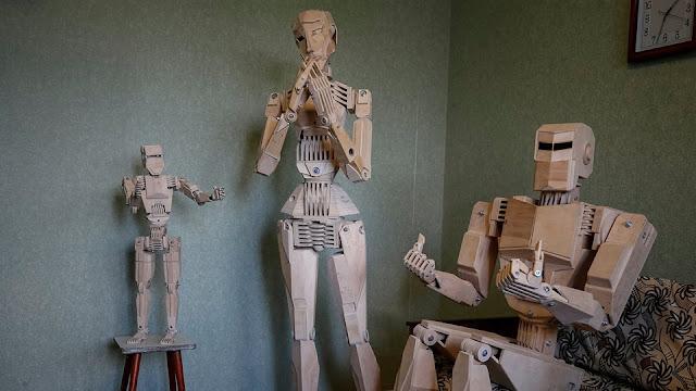 Ukrainian technician builds a family of wooden robots, entertainment news