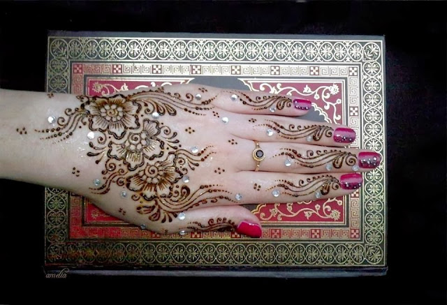 Amelia Mehndi Designs 2013 for Young Girls