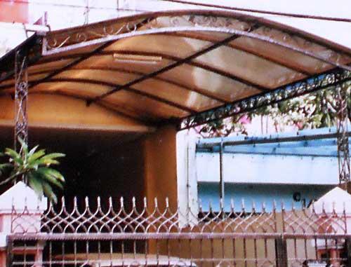 Desain kanopi teras bergaya klasik