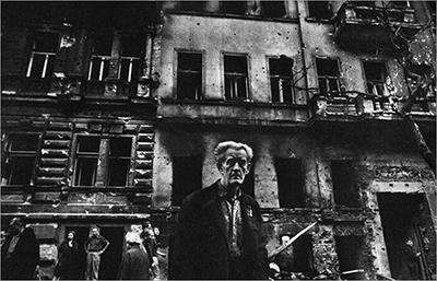 http://zzzze.tumblr.com/post/157523167560/josef-koudelka-prague-august-1968-gelatin