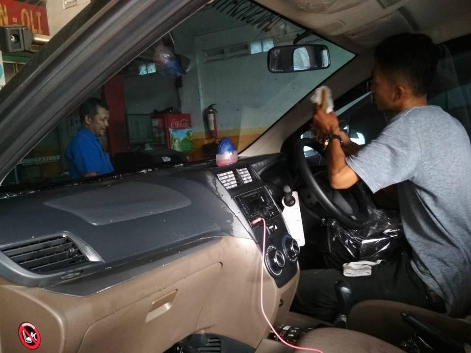 jasa pasang kaca film 3M™ untuk mobil Toyota Avanza