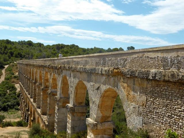 Acueducto romano de Tarraco, acueducto de les Ferreres, vista lateral