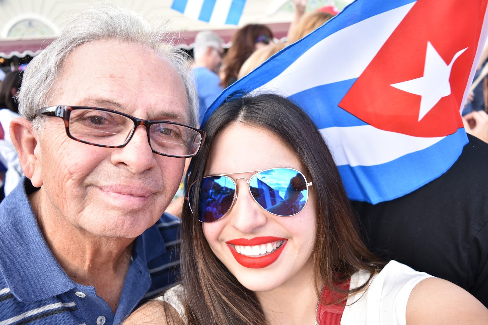 padre e hija celebrando la noticia