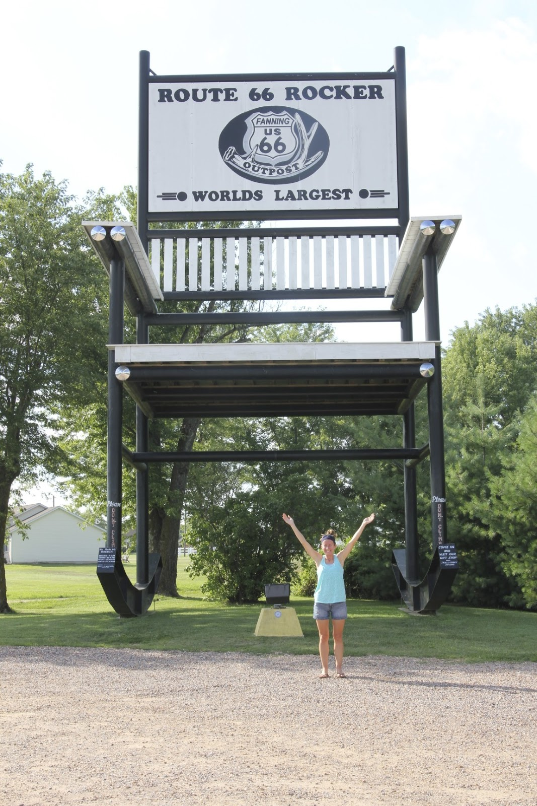 Fine The Lady Okie The Worlds Largest Rocking Chair Alphanode Cool Chair Designs And Ideas Alphanodeonline