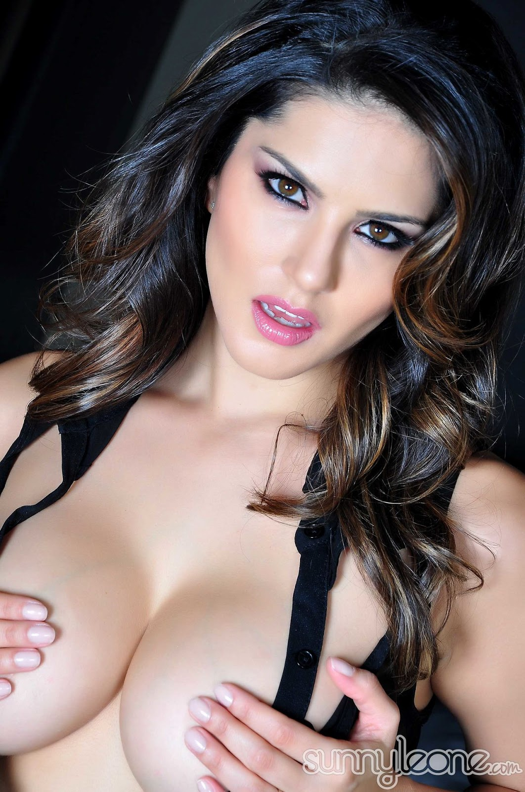 Sunny Leone Black Transparent Boobs Show - Sunny Leone -6805