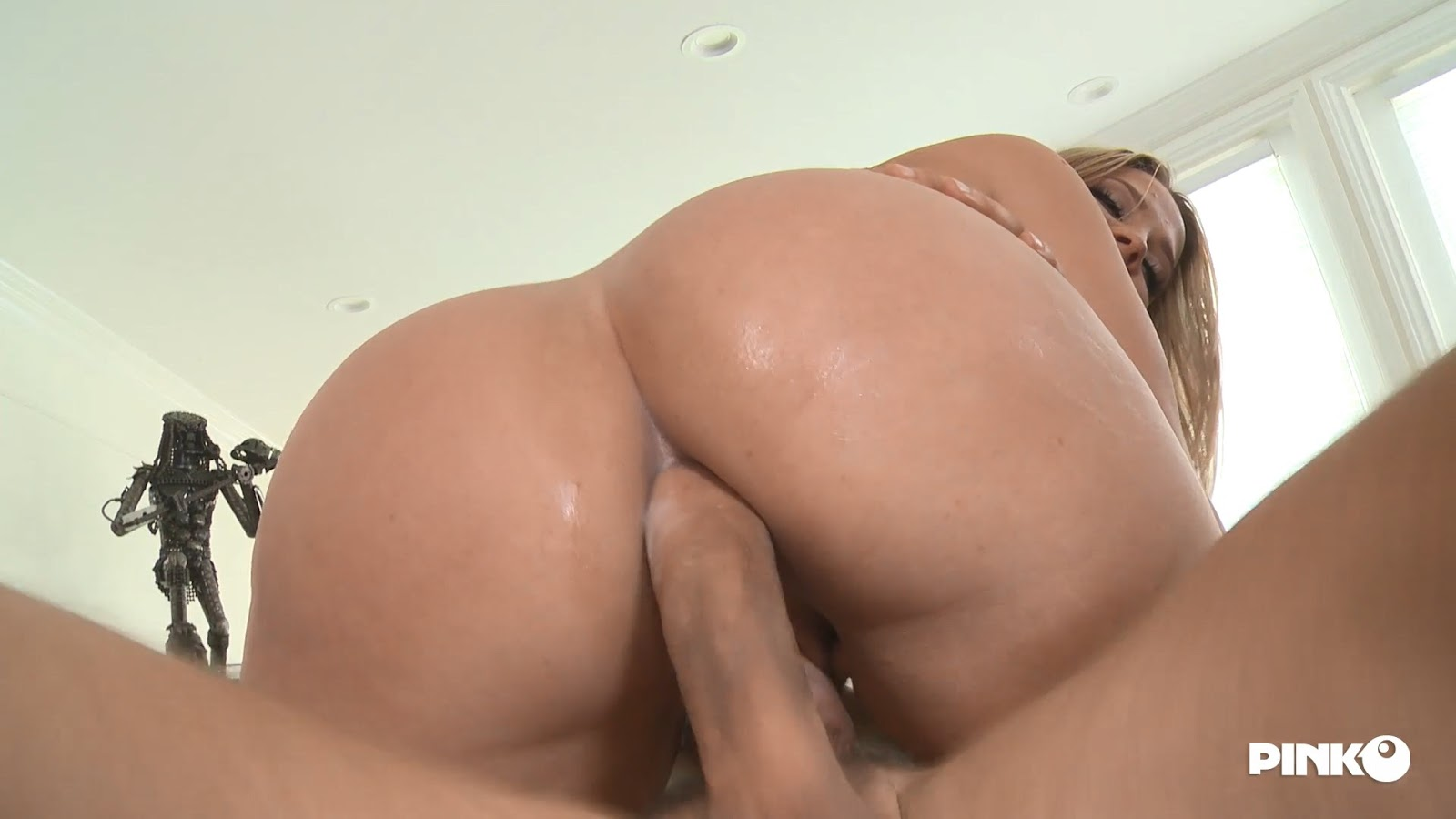 Cute Teen With Perfect Ass Gets Anal Crempie