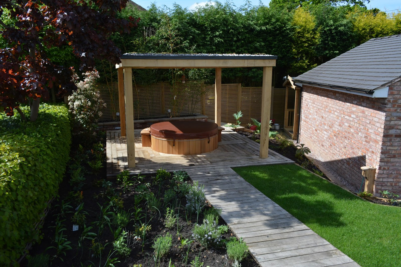Merveilleux Western Red Cedar Hot Tub Designed Into This Location As Its The Area Of  Garden That Affords The Most Privacy And Shelter.