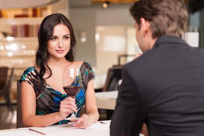 5 Cara Mudah Menarik Perhatian Wanita