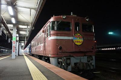 函館駅に停車中の急行はまなす
