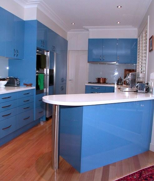 Desain Interior Apartemen Murah Berbagai Warna Kabinet Dapur Yang