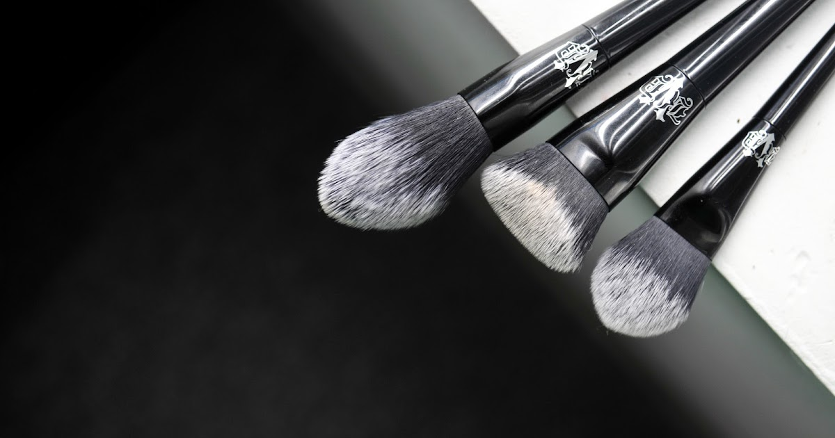 Fun Size Beauty Kat Von D Lock It Edge Foundation Brush