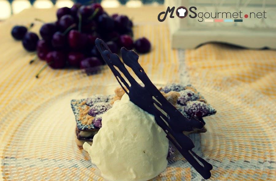 milhoja-hojaldre-crema-almendra-cerezas-helado-torta-mosgourmet
