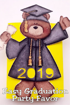"Whether you need a graduation gift for your student to give to their fellow classmates, or a quick and easy graduation party favor, this cute bear screams ""great job!"" and is the perfect answer to your graduation party needs. #graduationpartyfavor #easygraduationpartyfavor #graduationparty #diypartymomblog"