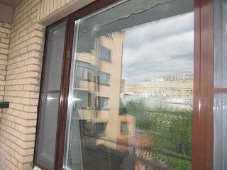 Алюминиевый оклад на сосновом окне