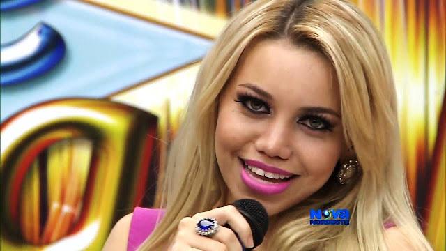 Vocalista da Loira Marrenta tem fotos em site de prostituição