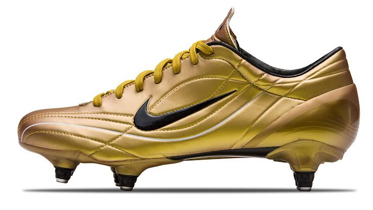 Galería Nike De 2003 Las Botas Cr7 Imágenes Desde A4jR35L