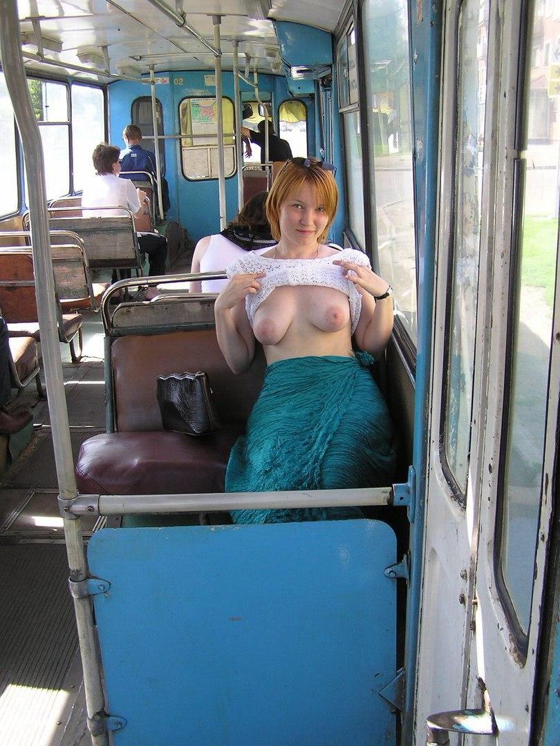 Сиськи в автобусе онлайн