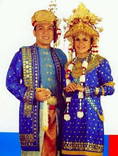 Gambar Pakaian Adat Sumatera Utara