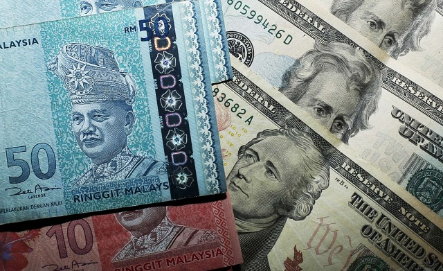 Ringgit Terus Menjunam, Cecah Paras 4.4 Berbanding Dolar