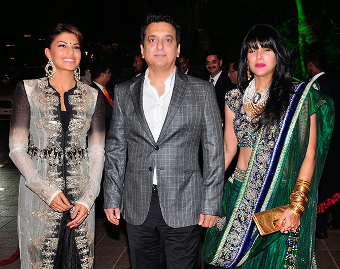 Jacqueline Fernandes with producer-director Sajid Nadiadwala and wife Wardha, Pics from Arpita-Ayush's Wedding reception
