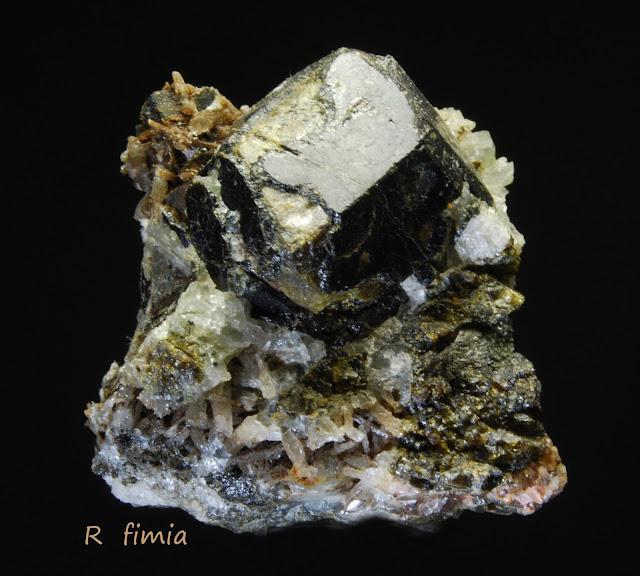 Clasificacion de Granates,fotos y yacimientos. DSC_0016