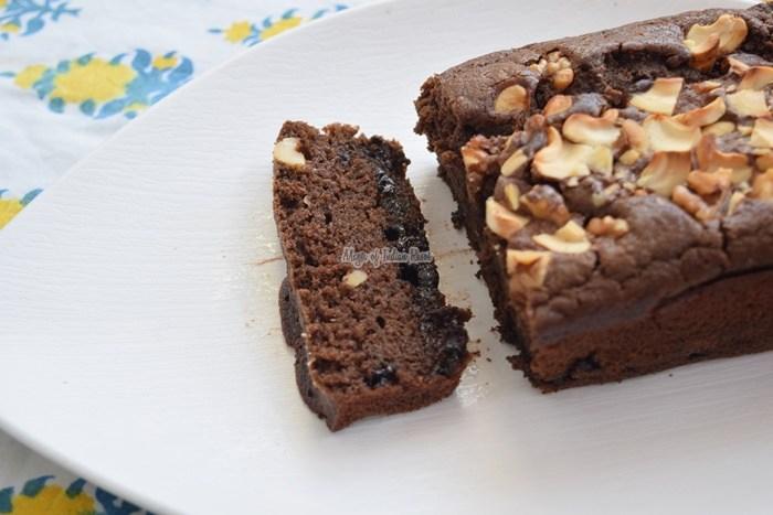 Eggless-Double-Chocolate-Chips-Tea-Time-Kids-Lunch-Box-Cake-Priya-R-Magic-of-Indian-Rasoi