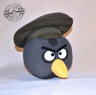 Angry Birds в костюме военного