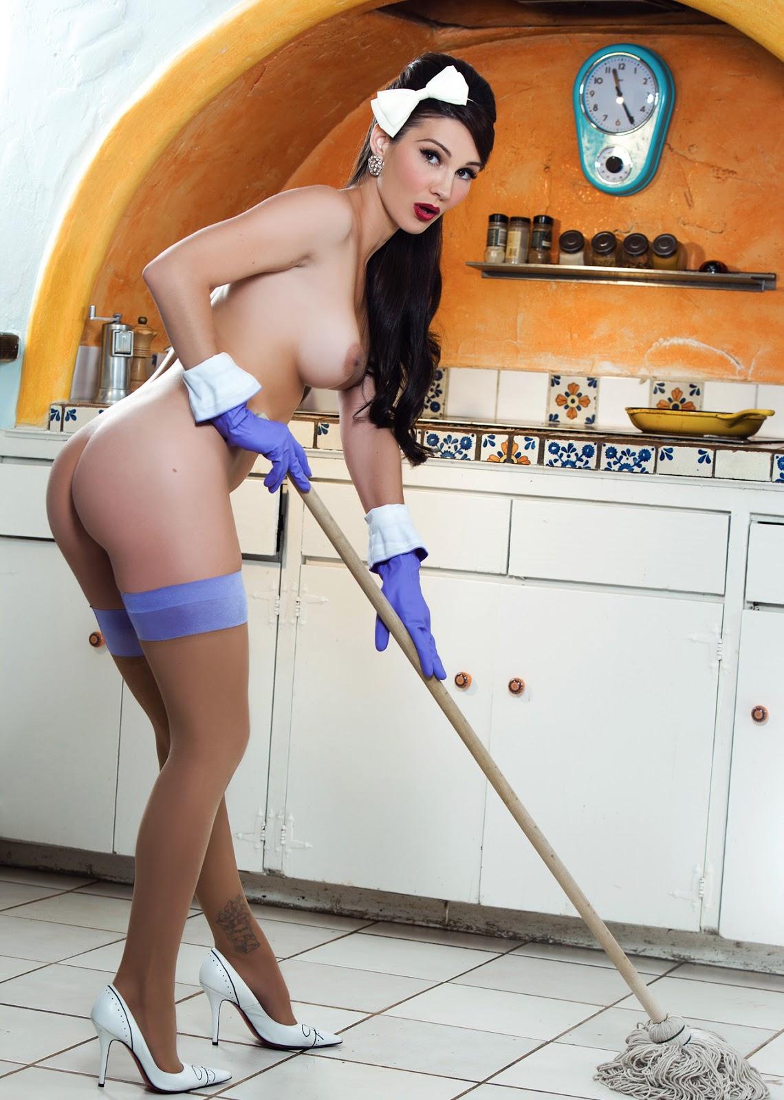 Красивая девушка домработница голи, два члена в жопу hd