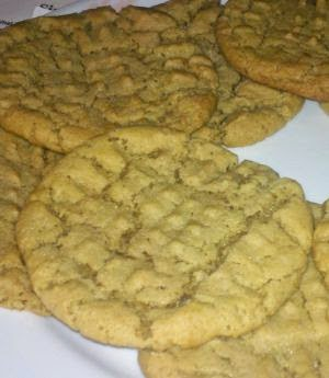 The BEST peanut butter cookie recipe, what is a great peanut butter cookie recipe, classic peanut butter cookies