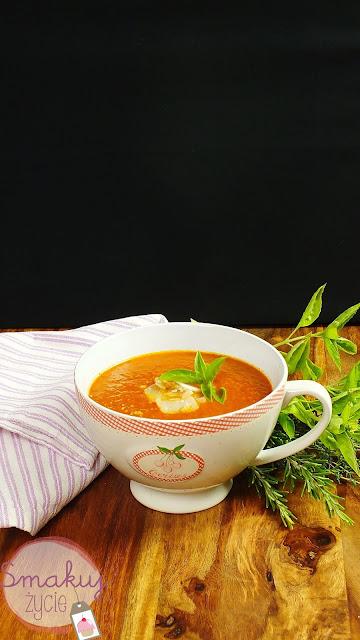 Krem z pomidorów z parmezanem