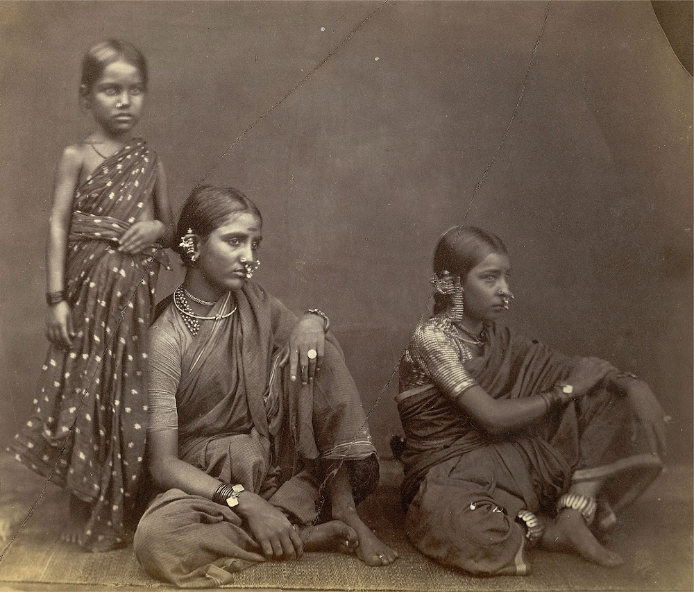 Two young Women and a Child, Displaying Jewellery, at Madras (Chennai) in Tamil Nadu - c.1870's