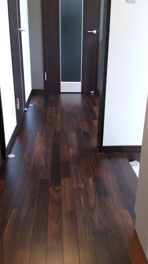 床暖房対応のローズウッド(紫檀)無垢フローリング施工写真