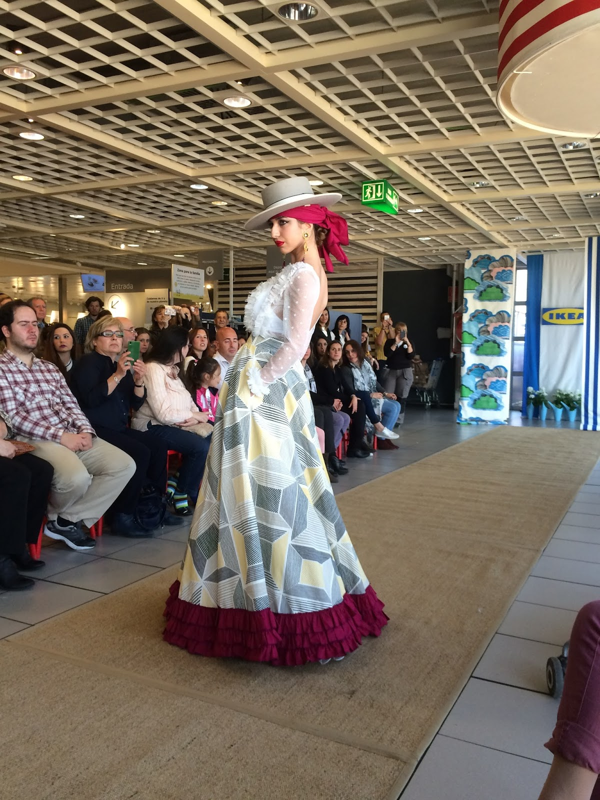 Sevilla cool hunter ikea se viste de flamenca - Ikea de sevilla ...