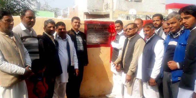 BJP leader Nayanpal Rawat inaugurated the roads of 35 lakhs in village Saharra and Chhaprola