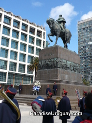 Public ceremony in Plaza Independencia
