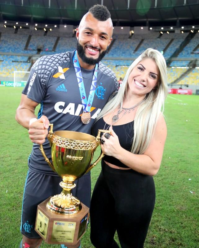 Flamengo diz que carioca foi o primeiro de muitos t tulos for Alex muralha e esposa