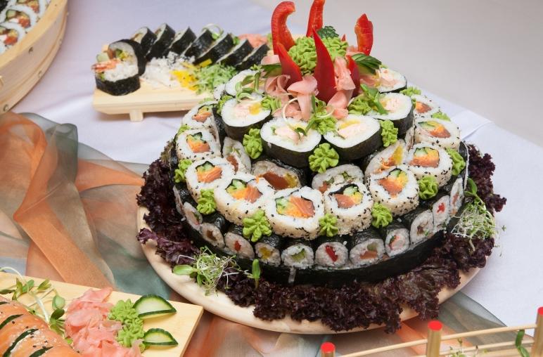 Unikalne Atrakcje weselne: stół sushi. | CB76
