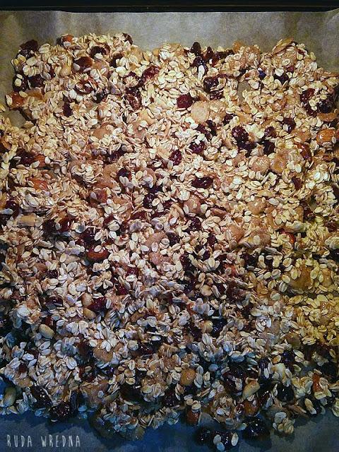 przygotowanie domowej granoli