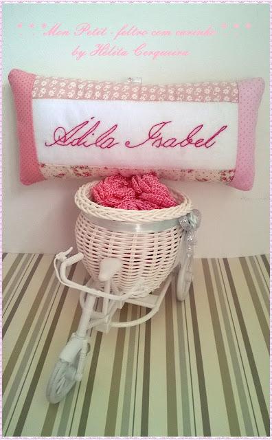 almofada-enfeite de porta maternidade-em feltro-patchwork-boneca-artesanato em feltro-doll-handmade