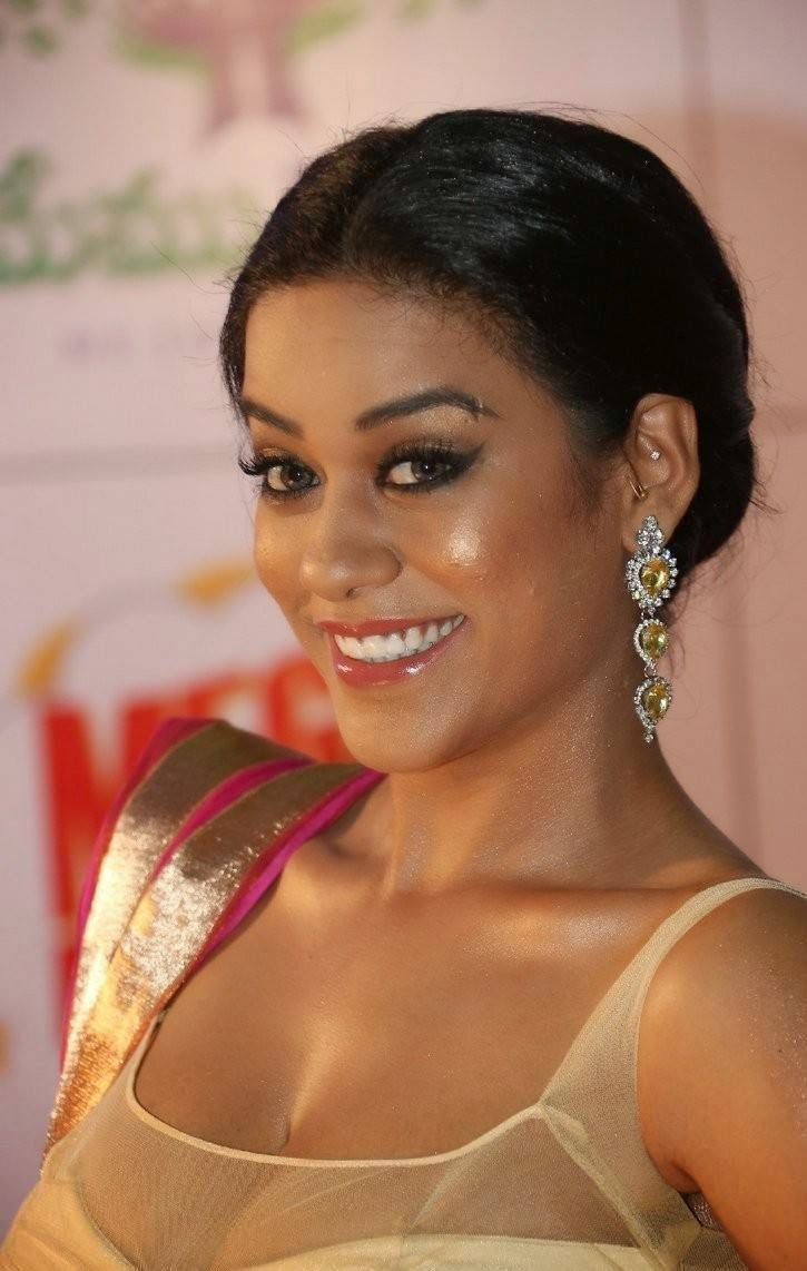 High Quality Mumaith Khan Pics, Mumaith Khan Slim Pics in Seyxy Lehenga Choli