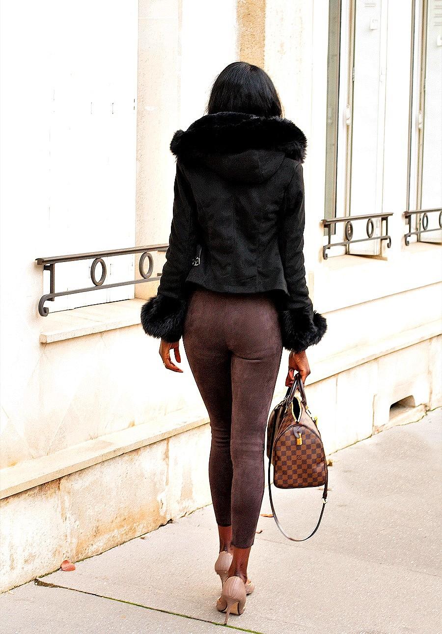manteau-court-suedine-capuche-poignets-fourrure-sexy-style
