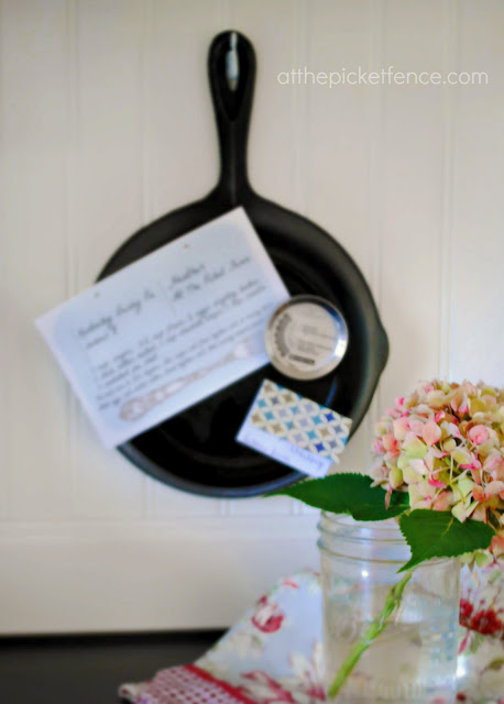 cast iron skillet, kitchen, memo board, DIY, craft