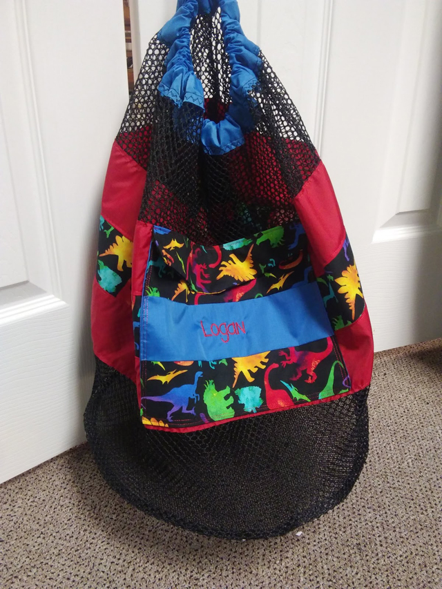 Learn how to sew a mesh swimming bag - a backpack with a pocket that dries easily. Tutorial by So With Sparkles.