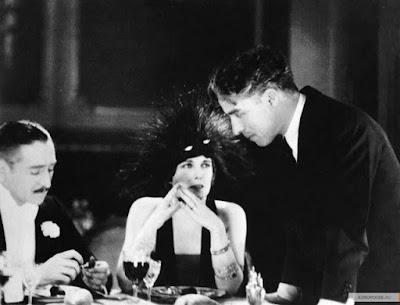 """Адольф Менжу, Эдна Первайэнс и Чарльз Чаплин на съемках """"Парижанки"""" (1923)"""