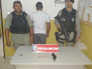 Policiais Militares da 3Cia/7BPM prendem elemento com arma de fogo.