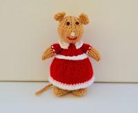 https://www.etsy.com/uk/listing/483199435/knitted-mice-animal-art-animal-knitting?ref=shop_home_active_7
